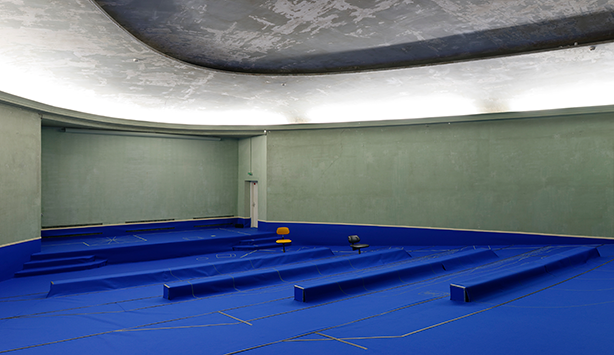 Picture of an empty room with blue tarp on the floor and circular room